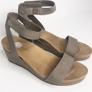 Lucky Brand Kanoa Wedge Sandal Leather Gray 8.5M
